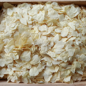 White petals in bulk